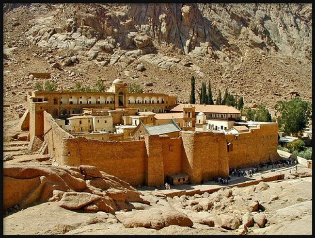 Azize Ekaterini Manastırı, surlar, peygamber Musa, On Emir